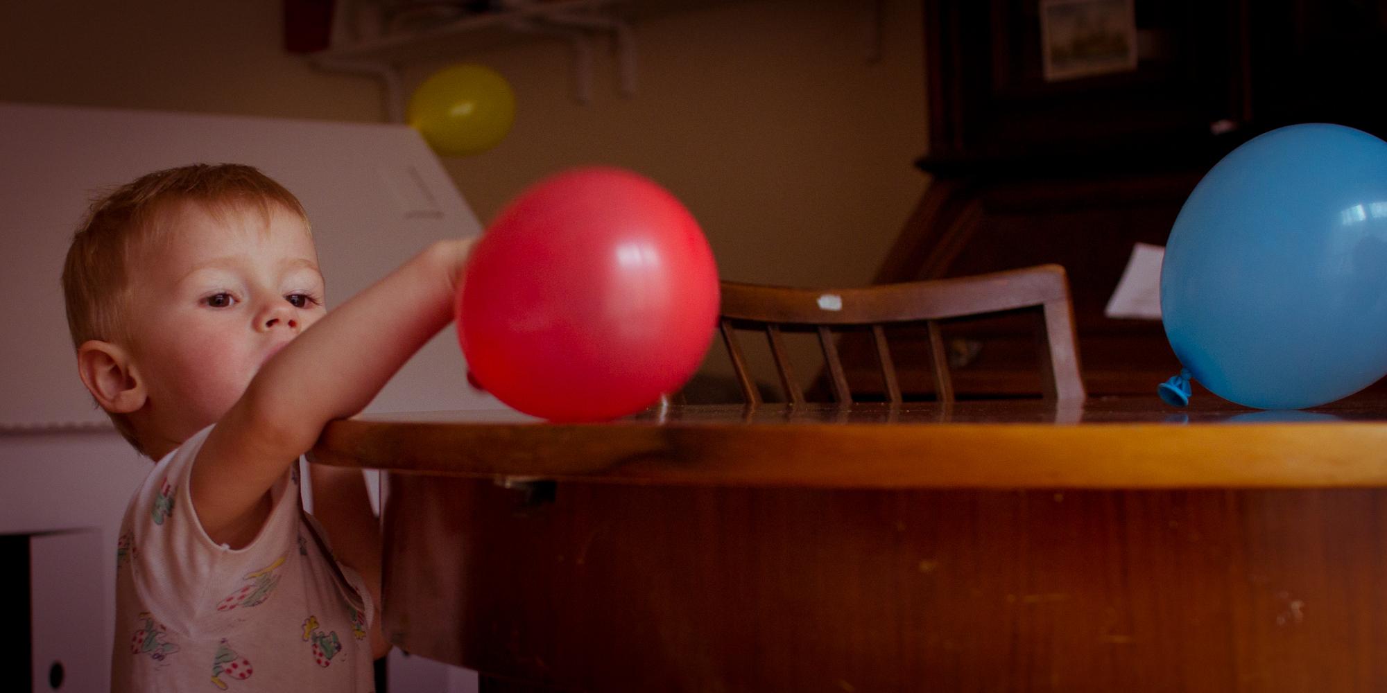 Ballons auf dem Tisch